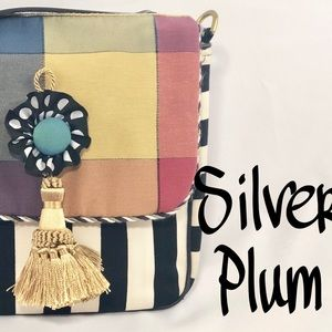 Silver Plum Bags - 👛$25 Silver Plum Coated Fabric Shoulder Bag